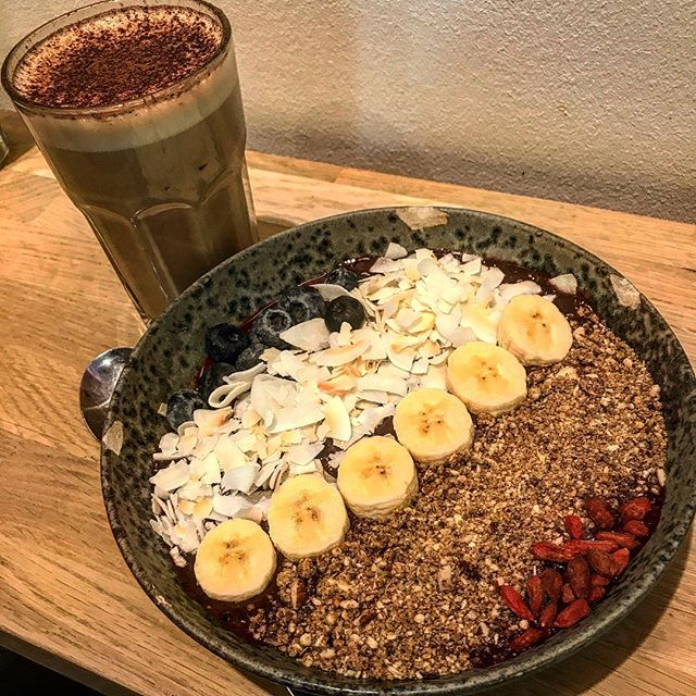 Winning at life with this Acai bowl with all the goodies and my fave chashew milk cappuccino with cinnamon? It's the simple things isn't it?:) Location has changed...appetite hasn't haha. Sending you all the love from Copenhagen ️